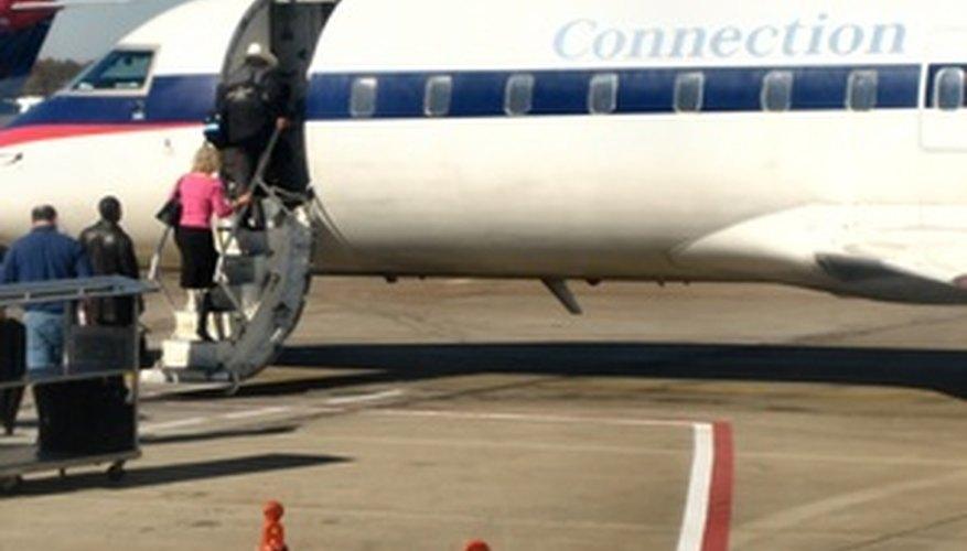 Necesitas tu boleto aéreo para abordar el avión.