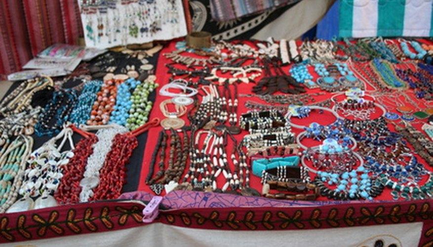 La joyería hecha a mano es una forma económica de establecer un negocio en casa.