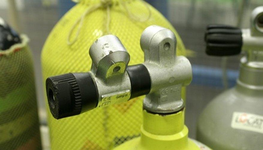 Puede utilizar un compresor para inflar neumáticos o pintar un automóvil.