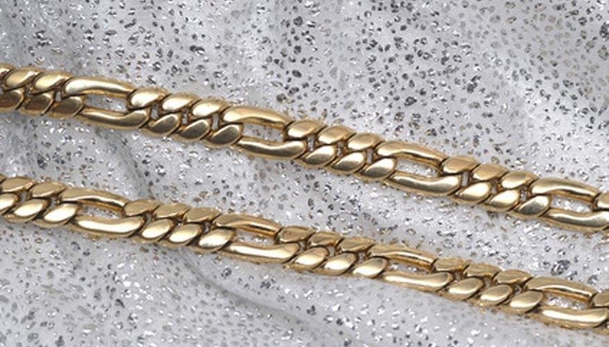 Hay varias maneras de conocer la diferencia entre el oro y el latón.