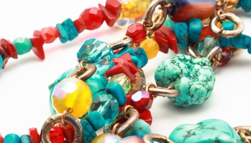 El plástico estaba de moda para las joyas de los '70.