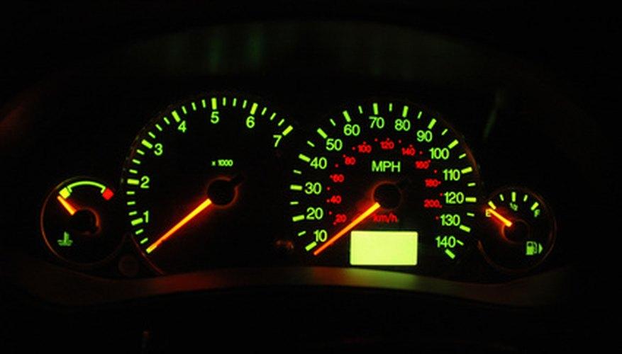 Si la iluminación del tablero se apaga de noche, puede que no veas información importante de tu vehículo.