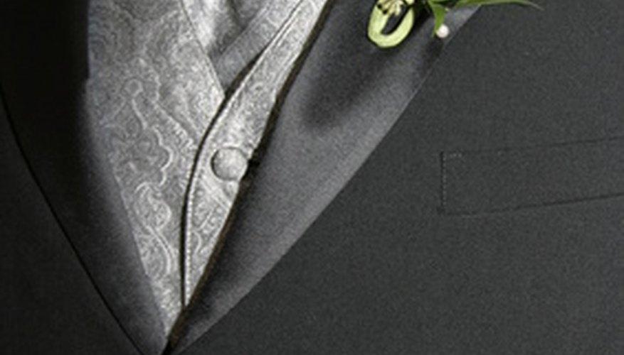Un chaleco es un componente importante del traje de boda masculino.