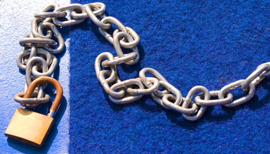 Las aleaciones de bronce se usan con frecuencia para hacer cadenas y candados por su alta fuerza de tensión.