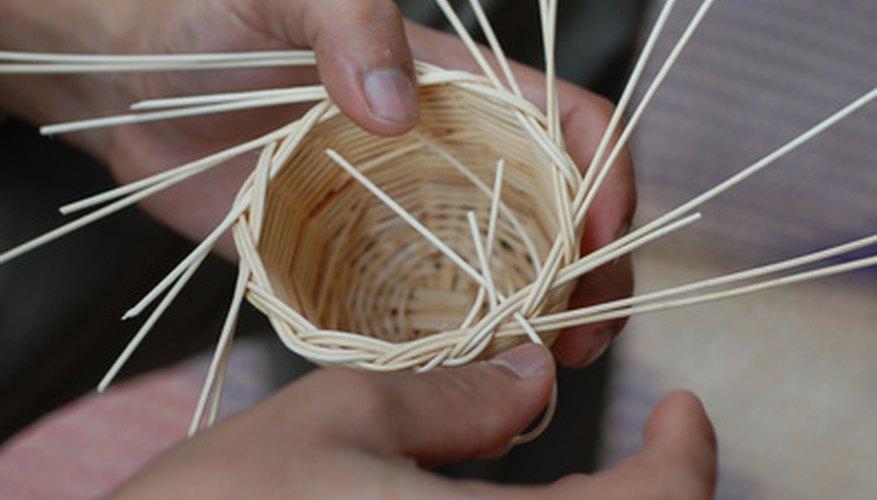 La gente ha estado haciendo cestas de mimbre durante miles de años.