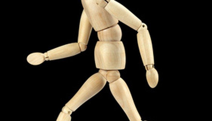 Haz un corte en el hombro para que el brazo puede moverse hacia arriba y hacia abajo en el poste de la bola.