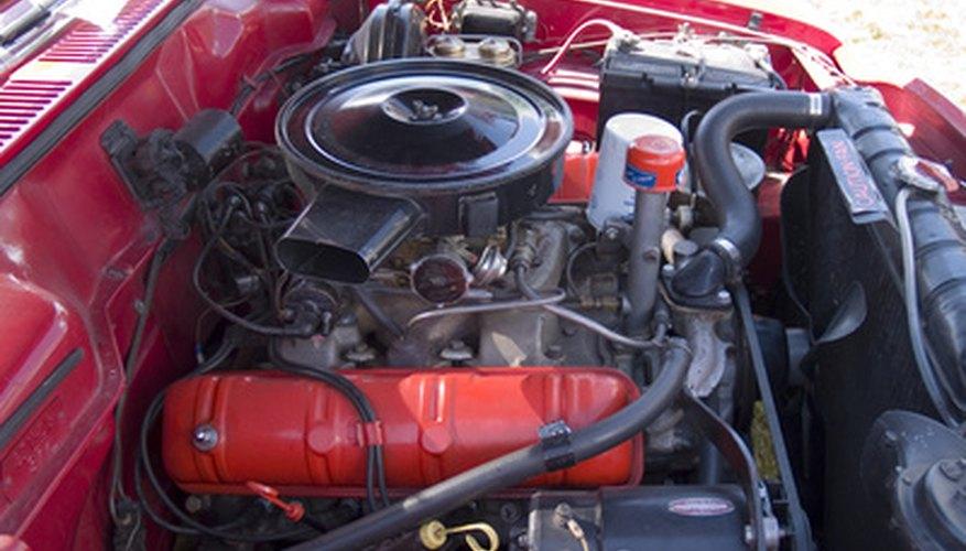 Los motores más antiguos o de competición, al igual que los de motocicletas y máquinas de menor tamaño, todavía utlizan un carburador.