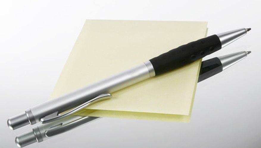 Con sólo un lápiz y papel puedes hacer tus tarjetas de Taboo.