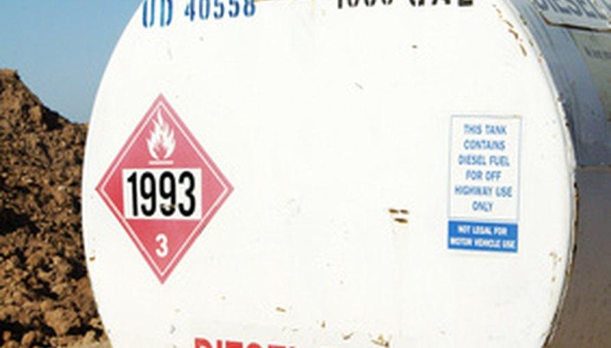 Los líquidos combustibles tienen un punto de inflamación de 100 grados Fahrenheit (37,78º C) o más.