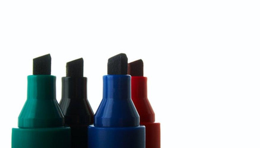 Escribir sobre el vidrio requiere de marcadores especiales con tinta permanente.