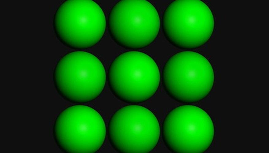En una red cúbica centrada en las caras, los átomos de potasio están rodeados por átomos de cloro, y viceversa.