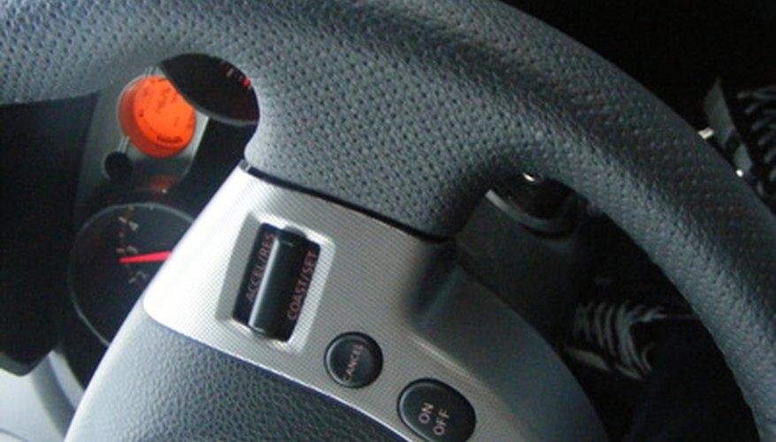 La dirección hidráulica ayuda a reducir la resistencia causada por un vehículo pesado empujando los neumáticos en la carretera.