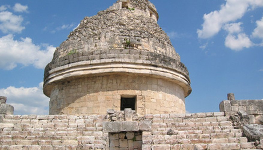 Los mayas desarrollaron la astronomía y sistemas complejos de calendarios.