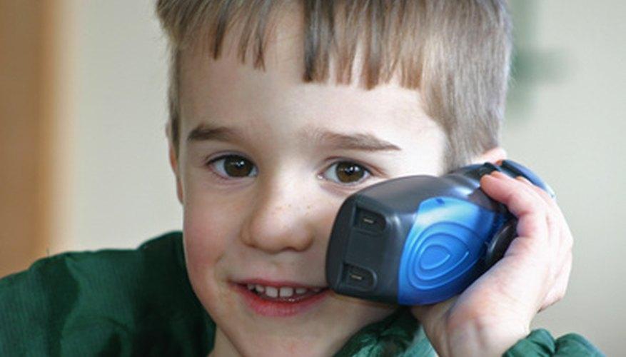 Existen varias teorías para explicar el desarrollo del lenguaje en los niños.