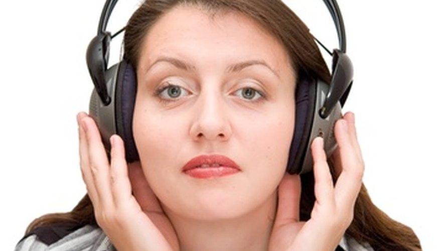 Los auriculares inalámbricos te permiten ver la televisión sin molestar a otras personas en la habitación.