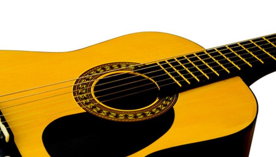 Las guitarras acústicas vienen en diferentes tamaños.