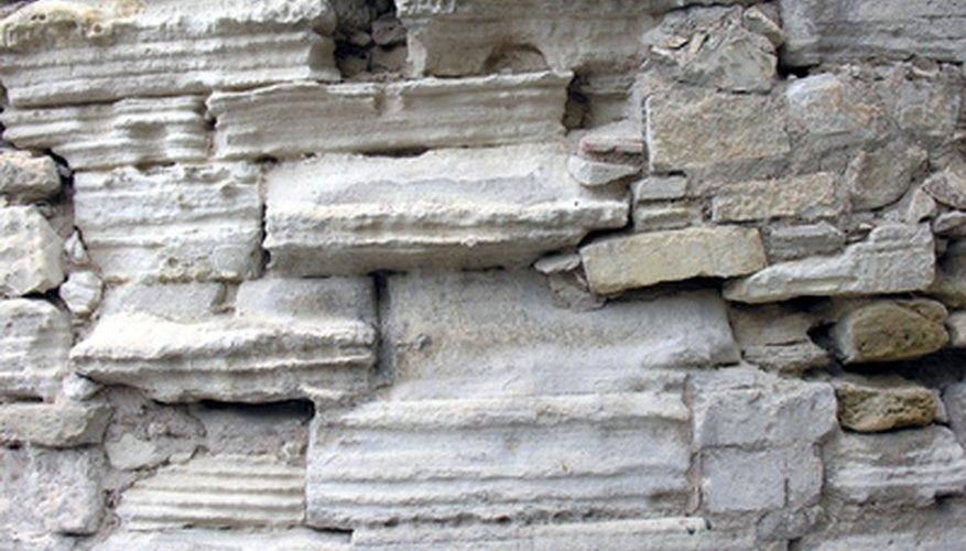 La piedra caliza es una piedra sedimentaria con diversas variaciones en su formación.