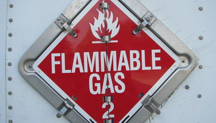 El hidrógeno es un gas diatómico inodoro, insípido y altamente inflamable a presión y temperatura normales.