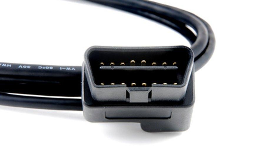 Los escáneres OBD II cuentan con un enchufe estándar para conectar a los conectores de enlace de datos en los vehículos.