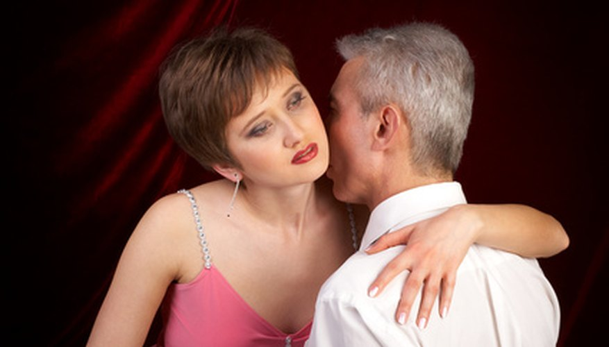 Signs you are dating a con man