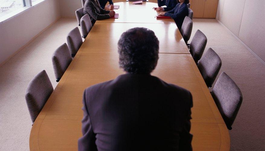 La teoría puede recomendar un estilo que no sea una práctica común en el negocio.