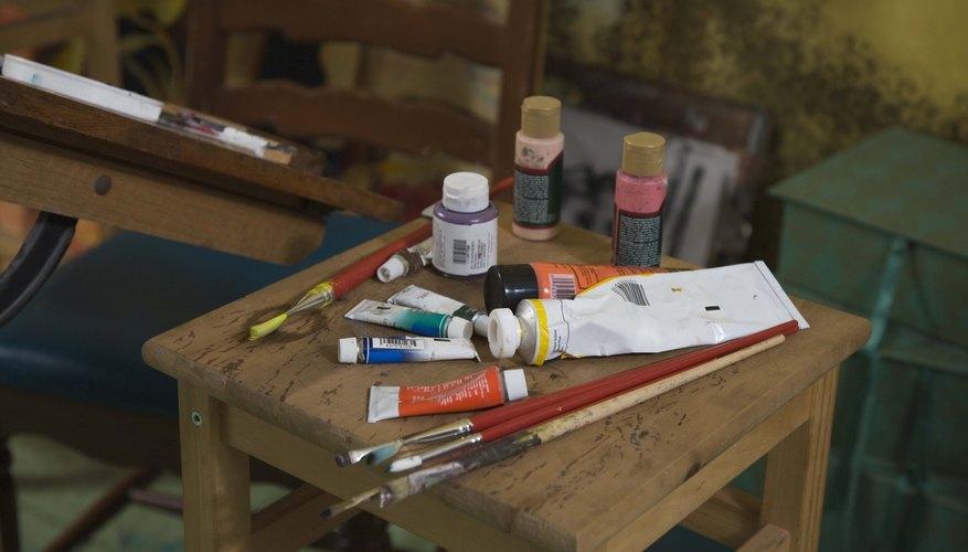 Usa una variedad de pinceles para crear diferentes texturas y líneas.