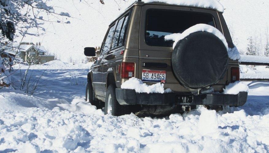 Manejar en la nieve puede ser más sencillo con vehículos equipados con 4WD o AWD.