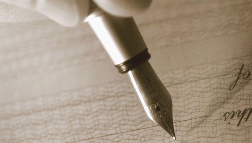 Sostén el portaplumas Speedball entre el pulgar y el dedo índice.