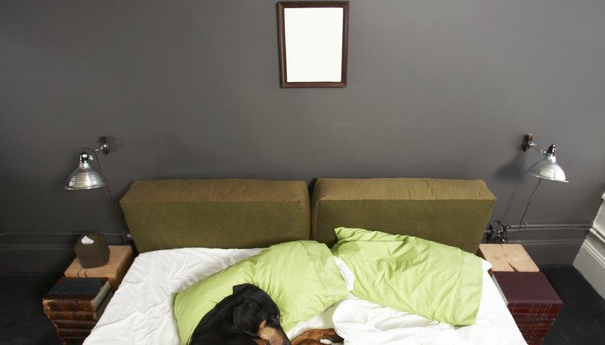 Crea sábanas bajeras ajustables para tu cama.