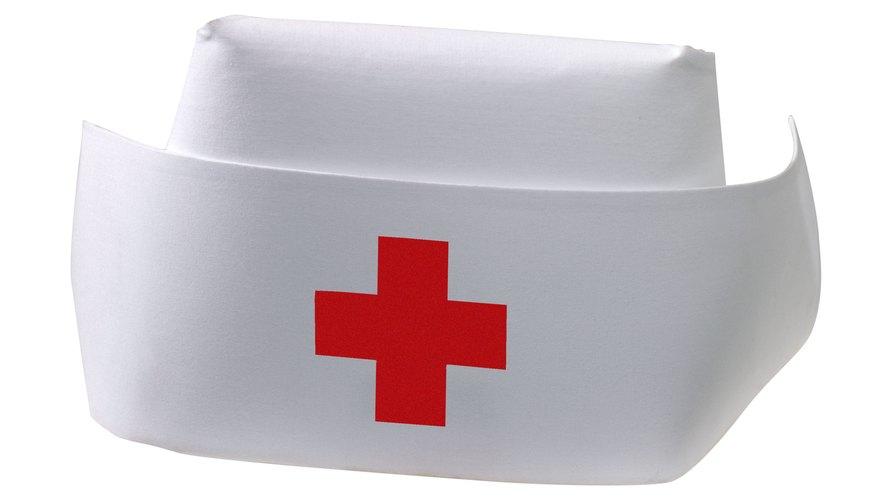 Los preescolares pueden disfrutar de una semana de manualidades de enfermería como hacer un sombrero de enfermero.