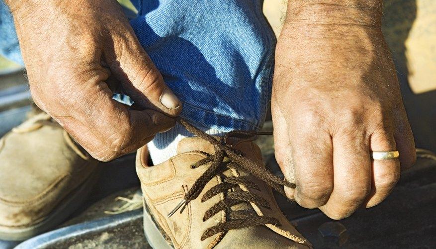 Los cordones bobinados están hechos con un nudo de zapato de barco, también conocido como borlas de barril o nudo Eastland.