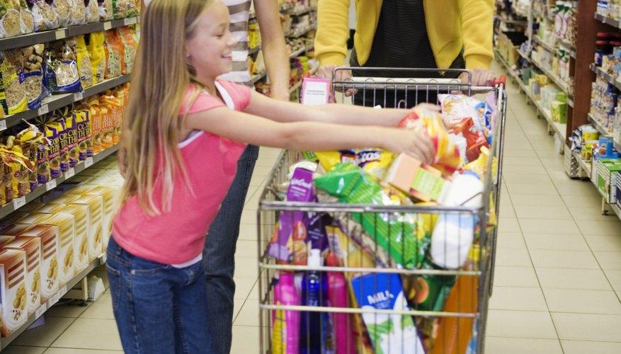 Las cadenas de supermercados son comerciantes al detalle, que venden productos fabricados por muchas empresas distintas.