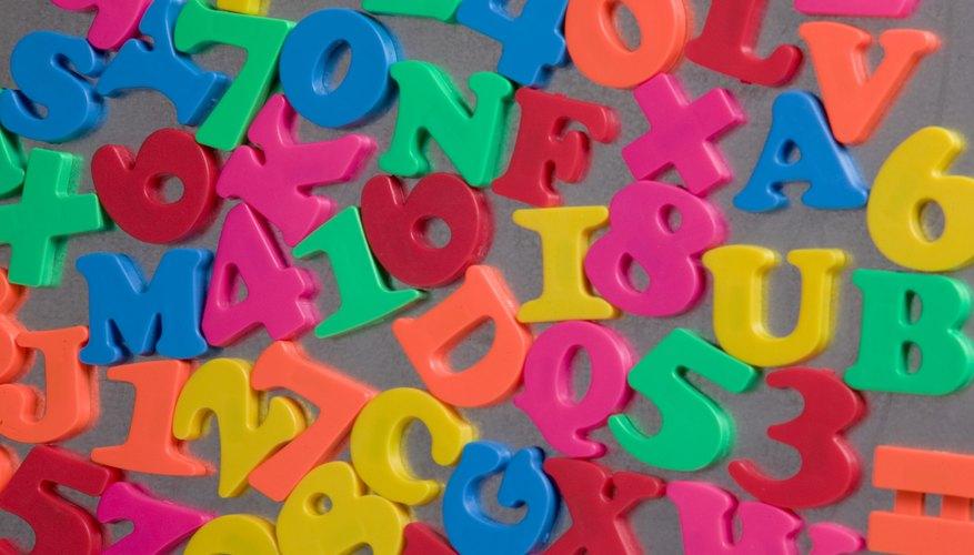 Con un alfabeto magnético ayudas a los niños a conocer las letras.