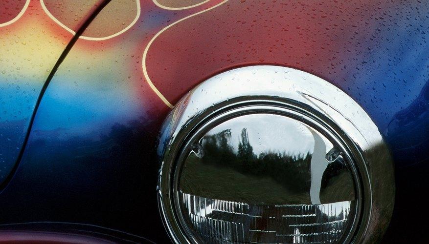 Las llamas se asocian con el calor y la velocidad, y por lo tanto, los automóviles y los deportes.