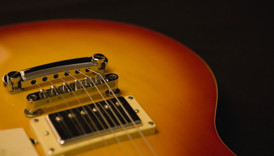 Las puestas a tierra de las guitarras se conectan al puente.