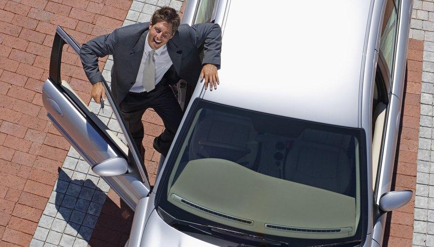 Dale mantenimiento a los accionadores de las puertas de tu auto.
