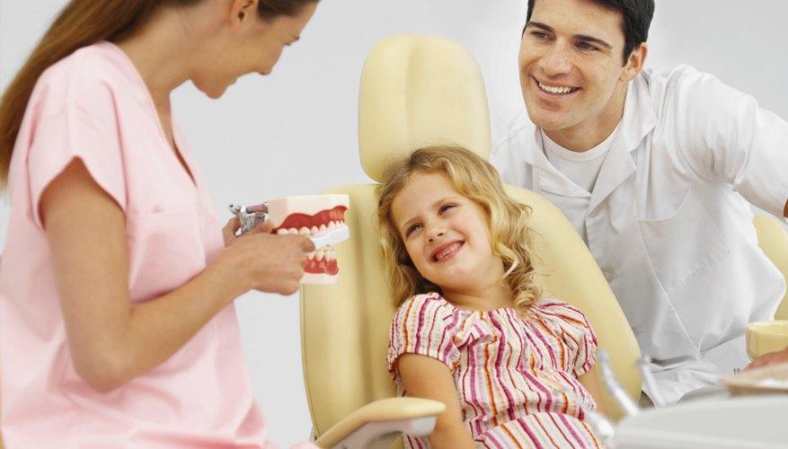 El consultorio odontológico pediátrico hace que la visita al dentista sea divertida para los niños.