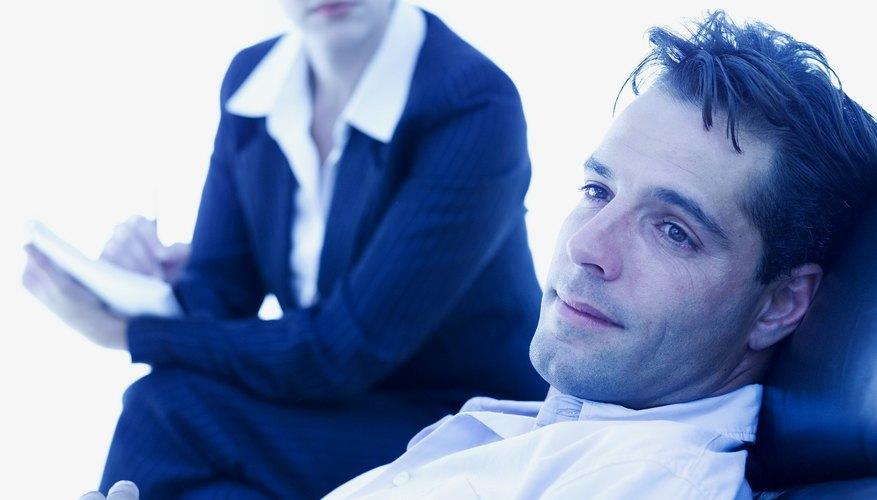 Un asesor ayuda a los clientes a hacer frente a los problemas.