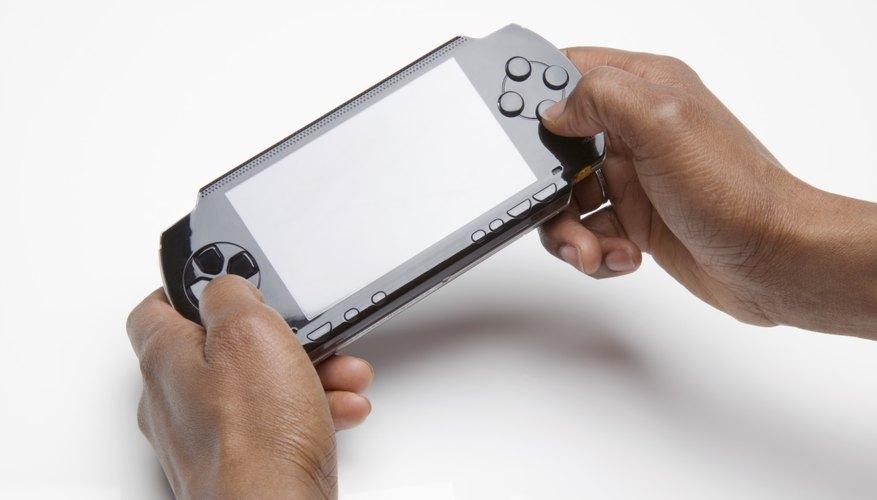 Después de lanzar dos consolas de juegos PlayStation fijas, Sony sacó su primera consola portátil, la PlayStation Portable (PSP).
