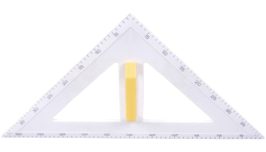 Mide los lados de un triángulo usando una regla.