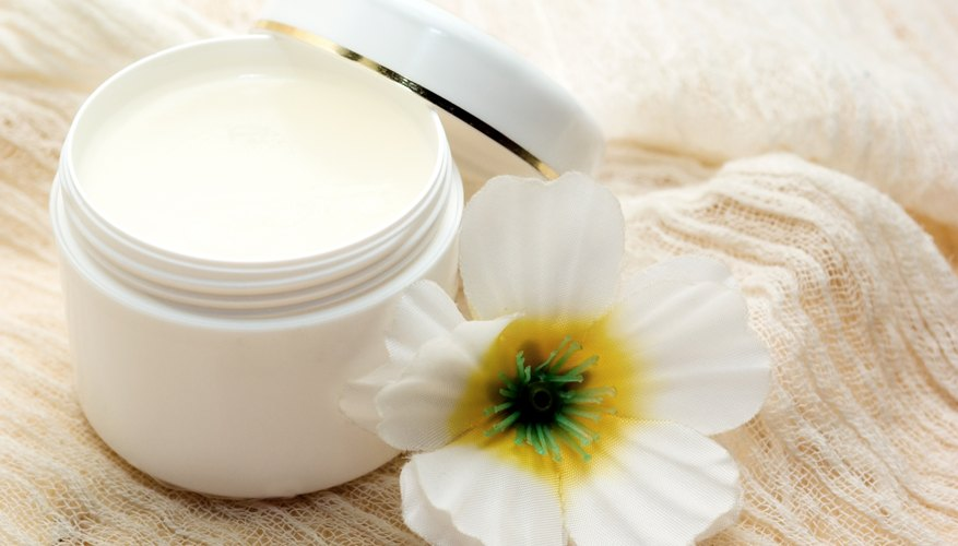 When using the ointment on children, it is best to dilute it with petroleum jelly