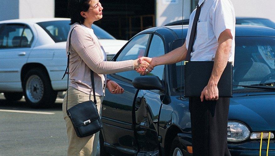 La AAA ofrece a sus miembros seguros de autómovil entre otros tantos servicios.