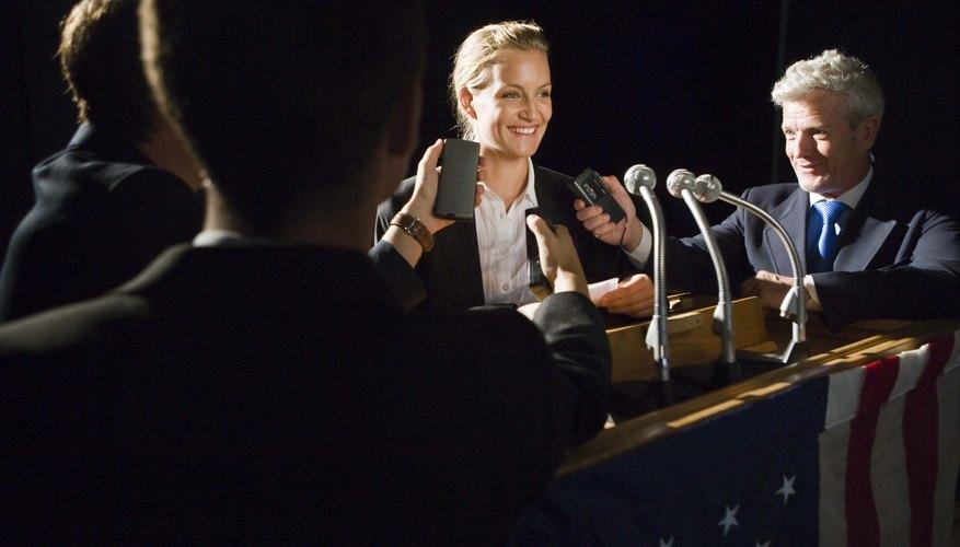 La oratoria persuasiva es una de las primeras técnicas para hablar en público que los estudiantes aprenden.