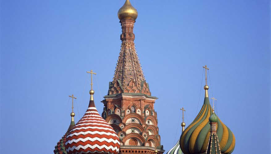 Russian immigrants may find scholarships for study in the United States or abroad.