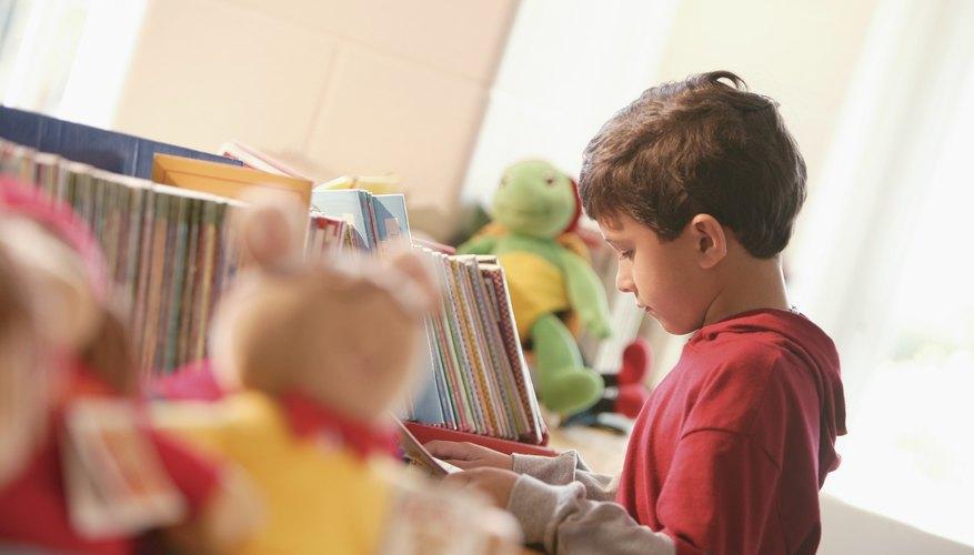 Niño en la biblioteca