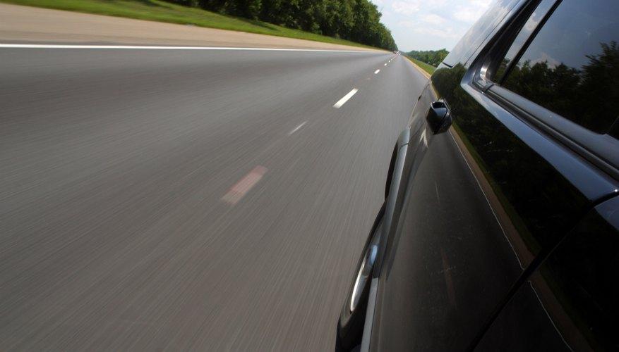Si presionas el acelerador, la computadora indica a otros sensores que necesitas más potencia y ajusta la sincronización de inyección de combustible.