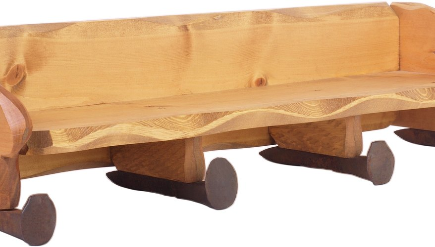 La madera de pino tiene un color rubio miel y una textura que puede ser pintada rápidamente.