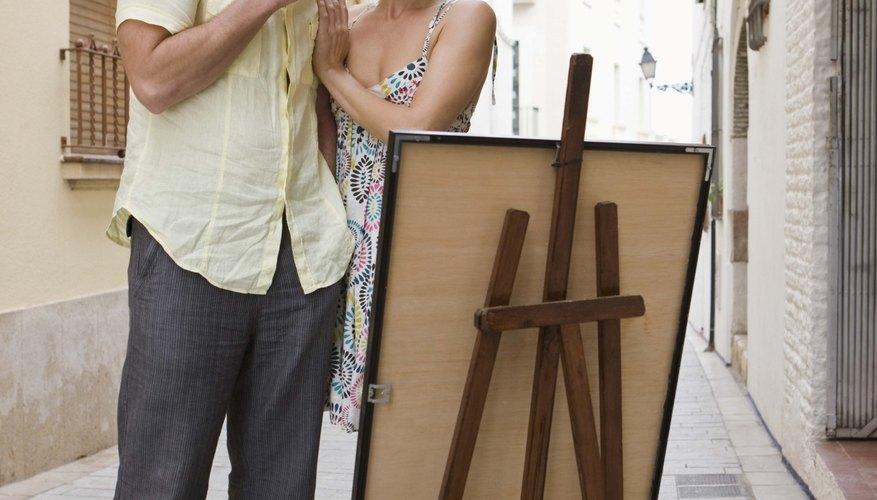 Mediante el uso de las formas hechas por su trasero para construir diferentes objetos, Murmur creó pinturas completas de material a menudo no relacionado.