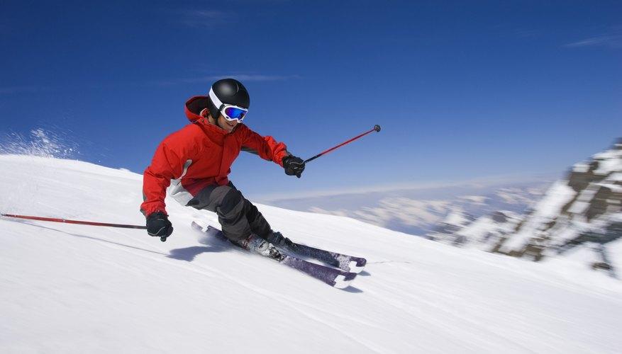 Esquiador en la ladera de la montaña.