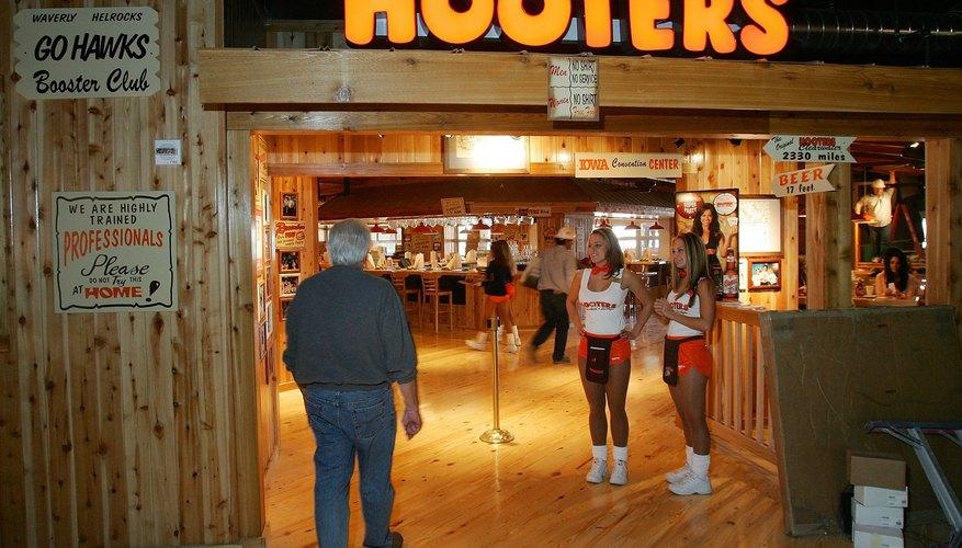 Las chicas Hooters son más que un atractivo visual, han ayudado a la empresa a crecer.